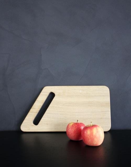 Tabla de cortar pequeña de madera. Designers in-home. Muebles de diseño y decoración, accesorios para el hogar. Encuentra estilo en tu tienda de decoración.