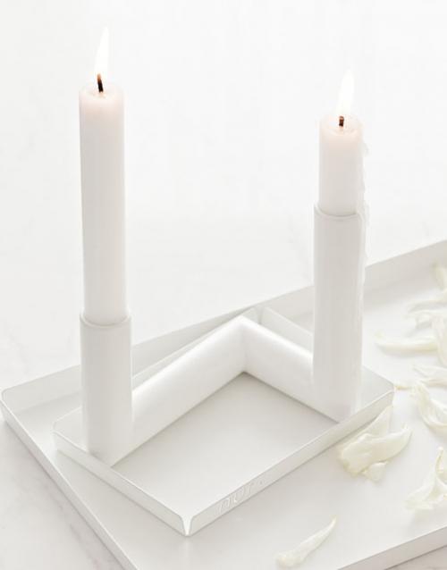 Candelabro de diseño blanco. Designers in-home. Muebles de diseño y decoración, accesorios para el hogar. Encuentra estilo en tu tienda de decoración.