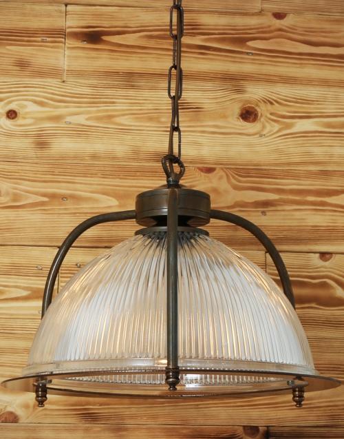 lámpara clásica BOUSTA Designers in-home.Muebles de diseño, decoración, accesorios para el hogar. Encuentra tu estilo en tu tienda de decoración