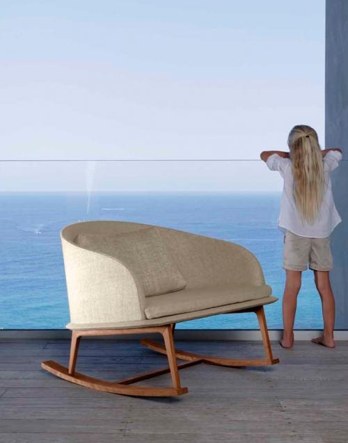 Mecedora de Teca Cleo. Designers in-home. Muebles de diseño y decoración, accesorios para el hogar. Encuentra estilo en tu tienda de decoración