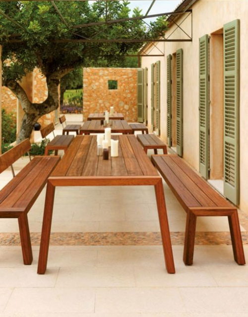 Mesa y bancos de exteriores SOLO. Mobiliario y productos de diseño y accesorios para el hogar, muebles de comedor y salón en la tienda de Designers in-home.