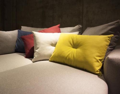 Cojines CRISP. Designers in-home aportamos elegancia y atractivo a tus espacios. Productos y muebles de diseño y decoración, accesorios para el hogar.