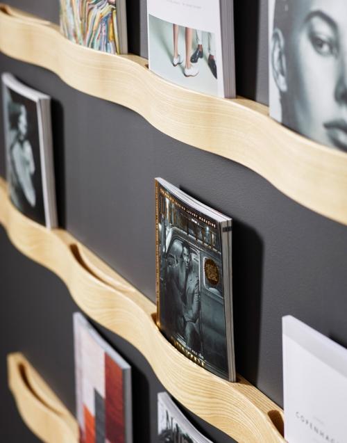 Revistero de pared SVALL 66 KA&S DIH | Tienda de decoración online. Productos de diseño y decoración, accesorios para el hogar, muebles de comedor y salón