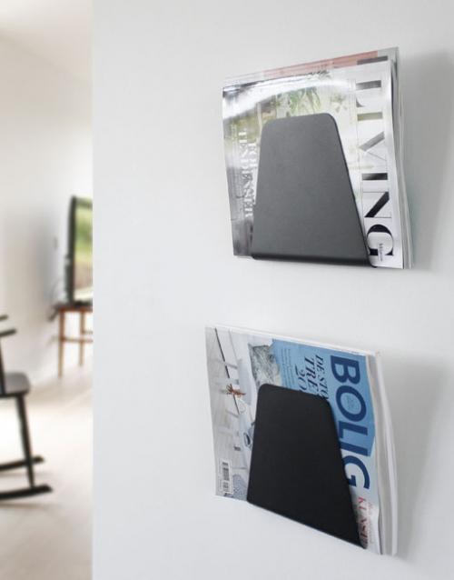 Revistero metalico de pared negro. Designers in-home. Muebles de diseño y decoración, accesorios para el hogar. Encuentra estilo en tu tienda de decoración