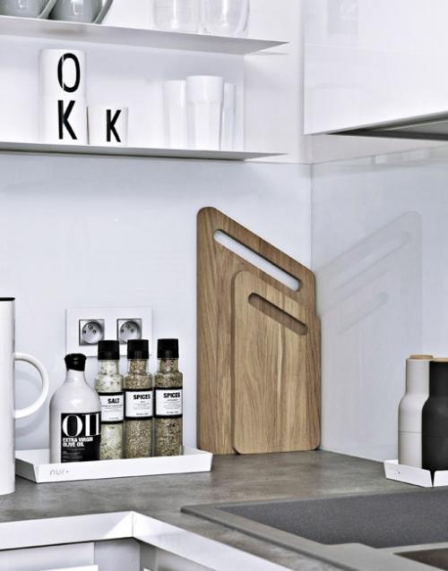 Tabla de cortar mediana de madera. Designers in-home. Muebles de diseño y decoración, accesorios para el hogar. Encuentra estilo en tu tienda de decoración.