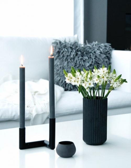 Candelabro de diseño negro. Designers in-home. Muebles de diseño y decoración, accesorios para el hogar. Encuentra estilo en tu tienda de decoración.