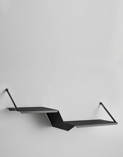 Estante metalico negro Fold. Designers in-home. Muebles de diseño y decoración, accesorios para el hogar. Encuentra tu estilo en tu tienda de decoracion