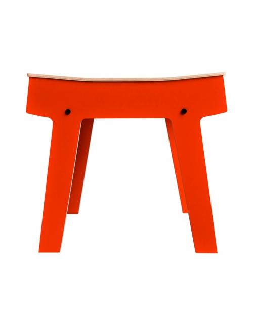 Mesita de madera auxiliar Pi. Designers in-home. Muebles de diseño y decoración, accesorios para el hogar. Encuentra estilo en tu tienda de decoración