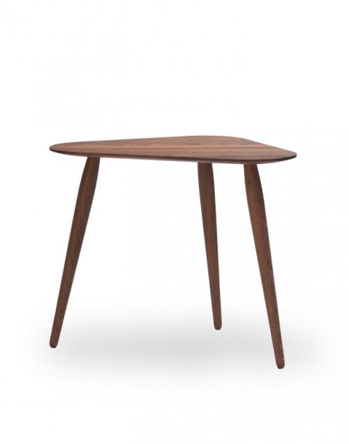 Mesita triangular organic. Designers in-home. Muebles de diseño y decoración, accesorios para el hogar. Encuentra estilo en tu tienda de decoración