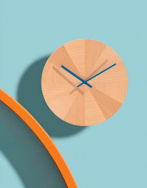 Reloj de madera Pieces of time Designers in-home. Muebles de diseño y decoración, accesorios para el hogar. Encuentra estilo en tu tienda de decoración