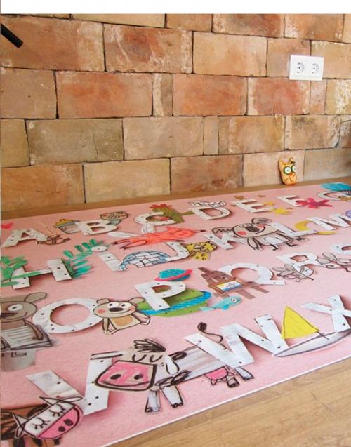 Alfombra Vinílica Abecedario Designers in-home. Muebles de diseño y decoración, accesorios para el hogar. Encuentra estilo en tu tienda de decoración