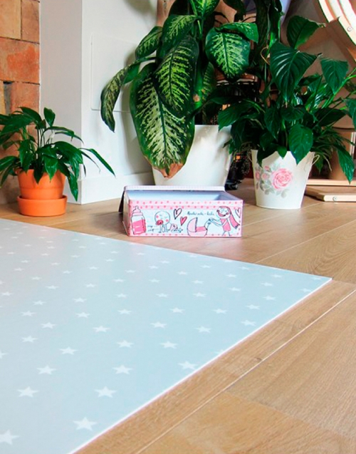 Alfombra estrellas pequeña Designers in-home. Muebles de diseño y decoración, accesorios para el hogar. Encuentra estilo en tu tienda de decoración