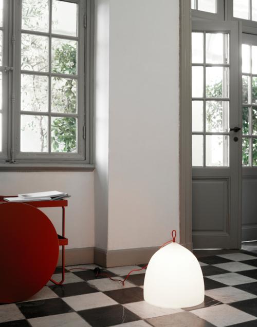 Lámpara de suelo de Lightyears Designers in-home. Muebles de diseño y decoración, accesorios para el hogar. Encuentra estilo en tu tienda de decoración