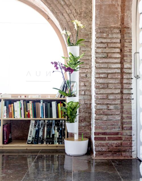 Macetero vertical blanco Designers in-home. Muebles de diseño y decoración, accesorios para el hogar. Encuentra estilo en tu tienda de decoración