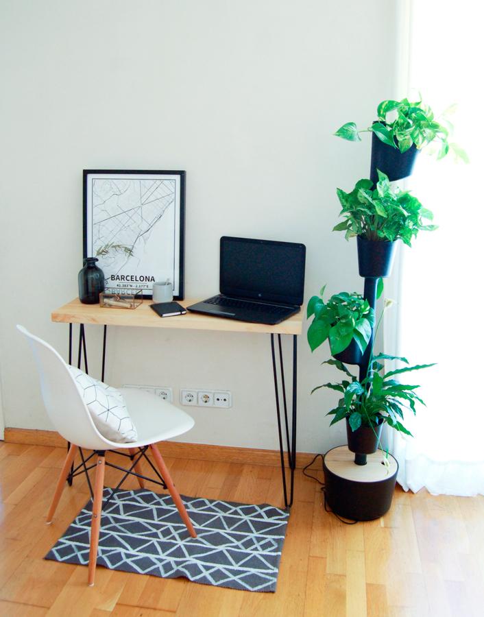 Macetero vertical negro Designers in-home. Muebles de diseño y decoración, accesorios para el hogar. Encuentra estilo en tu tienda de decoración