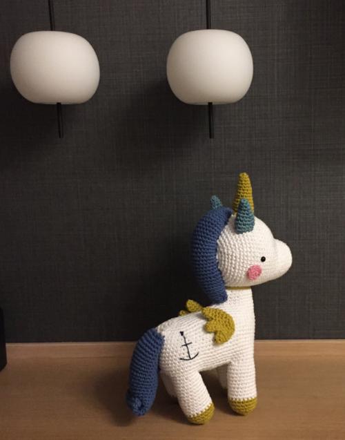 Unicornio blanco Designers in-home. Muebles de diseño y decoración, accesorios para el hogar. Encuentra estilo en tu tienda de decoración