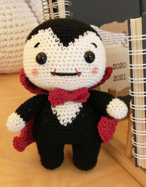 Vampiro de crochet Designers in-home. Muebles de diseño y decoración, accesorios para el hogar. Encuentra estilo en tu tienda de decoración