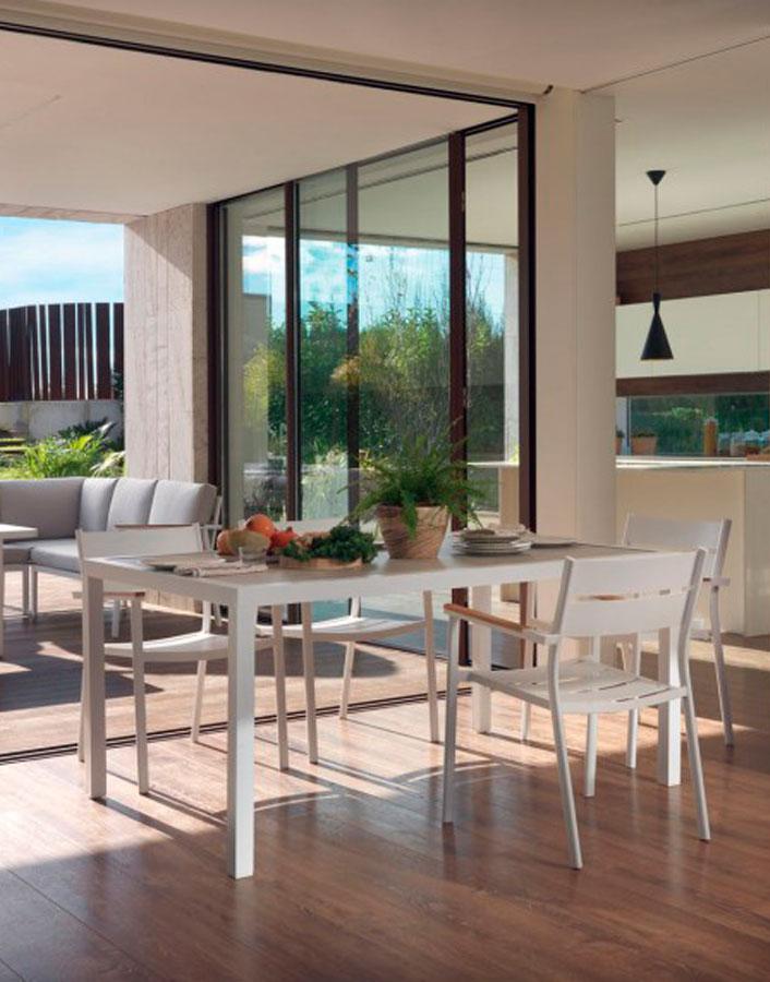 Mesa de terraza de aluminio Designers in-home. Muebles de diseño y decoración, accesorios para el hogar. Encuentra estilo en tu tienda de decoración